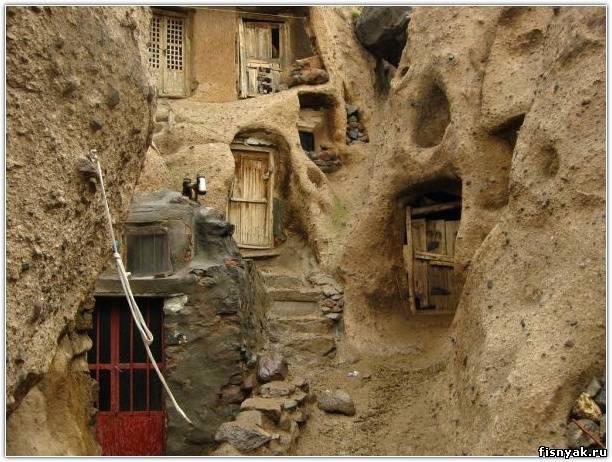 Эта деревня находится в Иране.  Ей уже более 700 лет.