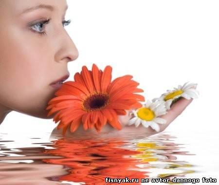 Начинать ухаживать за кожей лица нужно с увеличения приема потребляемой ежедневно жидкости.