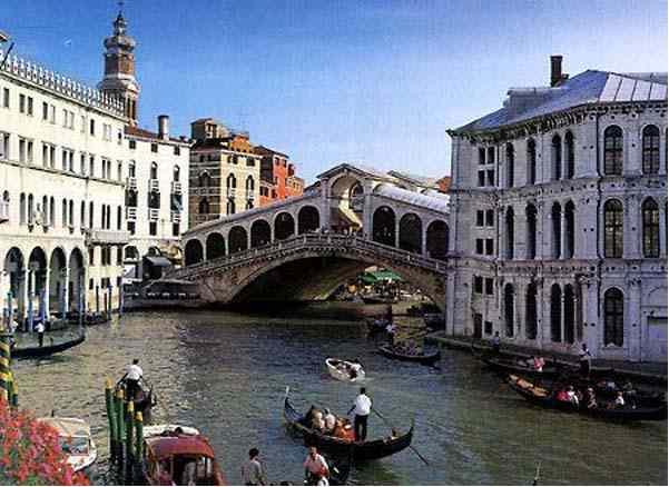 Схема города.  Венеция - удивительный город.  Кружева ее островов соединены между собой изящной вышивкой мостов и...